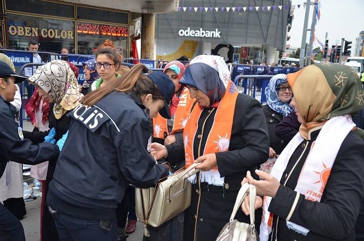 Başbakan Ahmet Davutoğlu Gebze Mitinginden Geriye Kalanlar galerisi resim 1