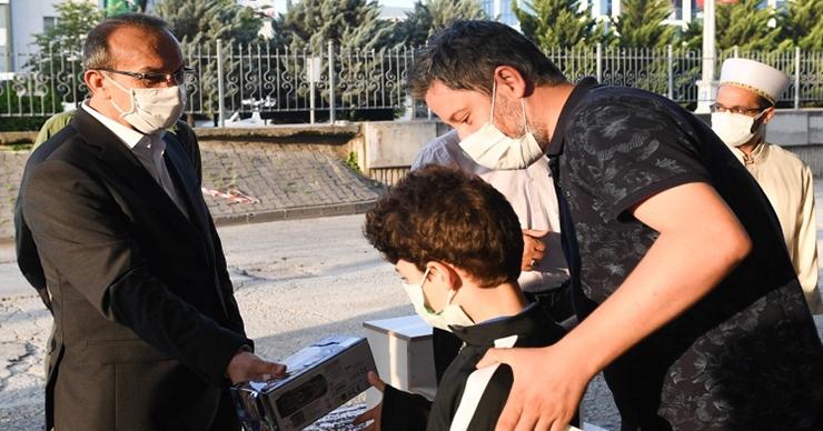 Vali Yavuz, vatandaşlarla bayramlaştı