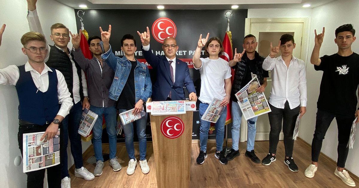MHP'ye sekiz yeni genç üye