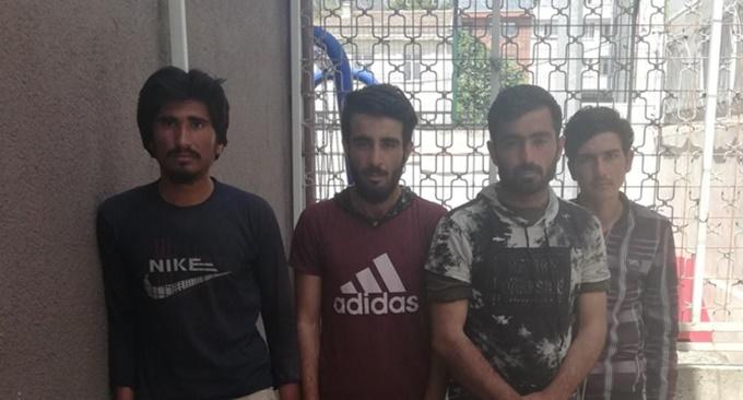 4 Kaçak göçmen takside yakalandı