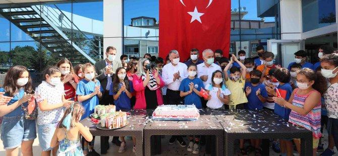 Büyükakın, Kocaeli Yüzme Kulübü'nün 21. yılını kutladı