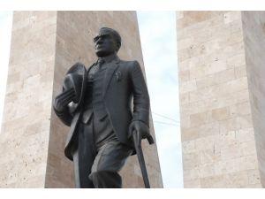 Atatürk 9 Aydır Kolundan Telle Bağlı