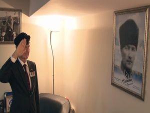 Ünlü Tarihçiden Atatürk'e Asker Selamı