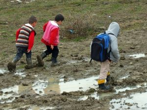 Küçük Öğrencilerin Yol Çilesi