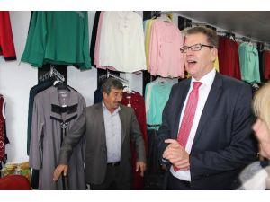 Almanya Yanarken Ekonomi Bakanı Türkiye'de Fink Atıyor