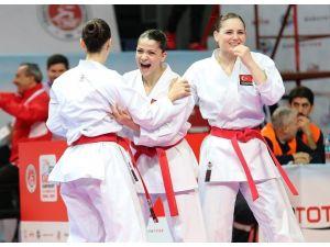 Kadın Karatecilerden Tarihi Başarı