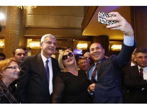 Mhp'li Başkan Bakan'la 'Selfie' Çekti