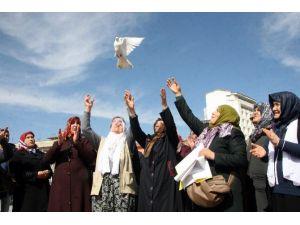 Kürt Ve Türk Anneler Barışa Güvercin Uçurdu