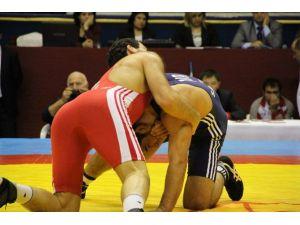 Yaşar Doğu Serbest Güreş Turnuvası Başladı