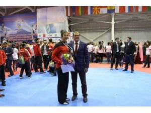 Taekwondoculardan Dört Dörtlük Başarı