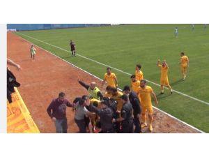 Futbolcu Taraftarın Hayatını Kurtardı