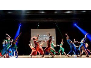 Dans Festivalinde Gökyüzü Barış Balonlarıyla Dolacak