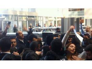 Bir Grup Avukat Adliyede Yine Olay Çıkardı