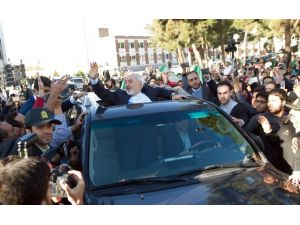 İran'da Kahraman Gibi Karşılandı