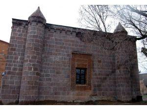 400 Yıllık Mescit İbadete Açıldı