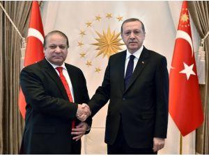 Erdoğan Pakistan Başbakanı'nı Kabul Etti