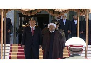 Erdoğan'ı Mevkidaşı Ruhani Karşıladı