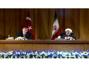 İran'da Tarihi Bir Çağrı Yaptı