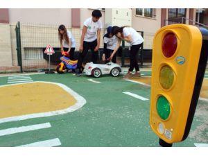 Liselilerden Hayat Kurtaran Trafik Projesi