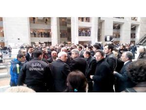 İstanbul Adliyesi'nde Avukatlara 'Vatandaş' Tepkisi