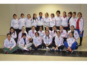 Milli Eldivenler Dünya Şampiyonasına Hazırlanıyor
