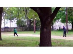 Polis Siyahi Genci Arkasından 8 El Ateş Ederek Öldürdü