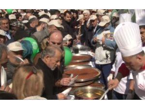 Taksim'de Vatandaşlara Künefe Dağıtıldı