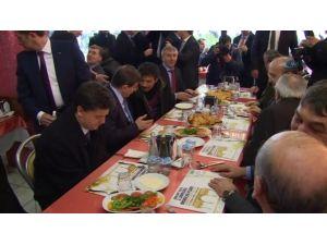 Başbakan Davutoğlu Dönercide Yemek Yedi