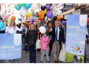 Viyana'dan İzmir'e Parkinson Balonu Uçurdular