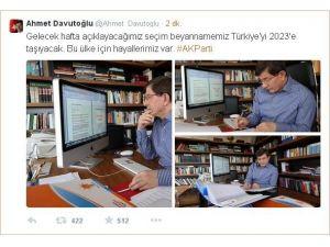 Davutoğlu, Çalışma Ofisinden Fotoğraf Paylaştı