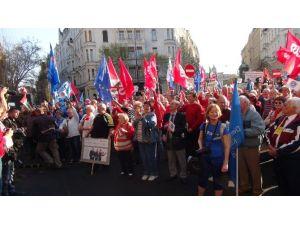 Macaristan'da Hükumet Protestoları