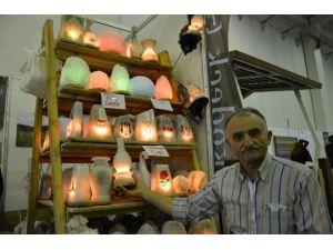 Kaya Tuzundan Lamba, Sabun Ve Yastık Üretiyor