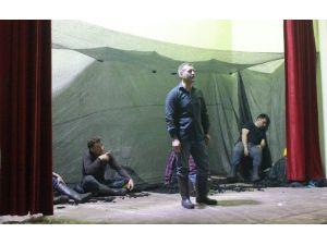 Mahkumlar Tiyatro Turnesinde