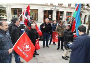 İsviçre'deki Türkler 'Soykırım' Kararını Protesto Etti