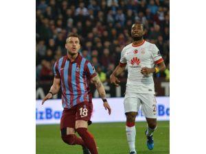 Galatasaray Liderliği Trabzon'da Bıraktı