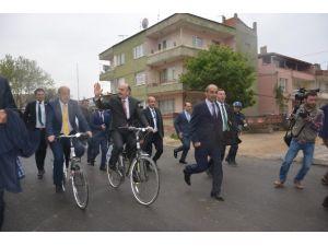 Bakan Bisiklete Bindi 'Ya Sağlık' Dedi