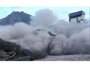 Üç Katlı Bina Çöktü: 1 Ölü, 9 Yaralı