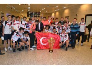 Dünya Şampiyonu Takım Türkiye'ye Döndü