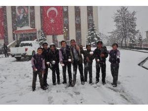 23 Nisan'a Kar Altında Girdiler
