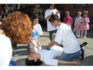 Öğrencilerden Kalp Krizi Geçiren Öğretmene Müdahale