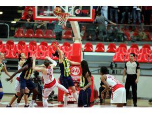Fenerbahçe'ye Agü Darbesi