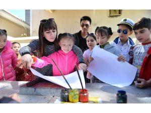 Çinli Çocuklar Ebru Sanatını Öğrendi