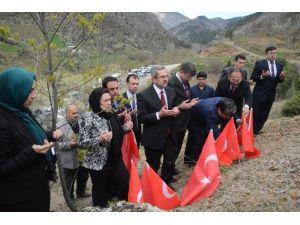 Ermenilerin Katlettiği Şehitler Mezarı Başında Anıldı