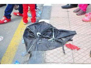 Festivalden Geriye Şemsiyeler Kaldı