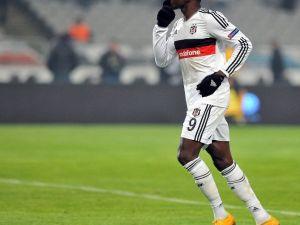 Demba Ba Hazard'ı Kutladı