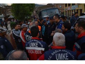 Türk Sağlık Ekipleri Nepal'de Canhıraş Çalışıyor