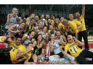 Fenerbahçe Grundig, Kupasını Aldı