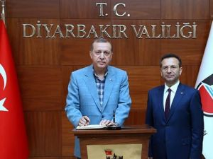 Erdoğan, Diyarbakır Valiliği'ni Ziyaret Etti