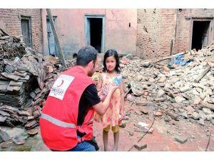 Nepal'e Yardımlar Devam Ediyor