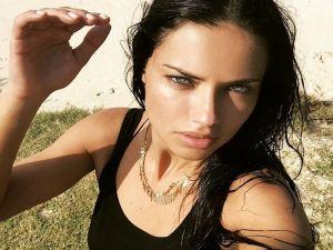 Adriana Lima Mayweather'ı Fena Ti'ye Aldı